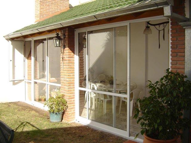 Solarium cerramientos cerramientos de piscina techo for Fotos de patios con piletas